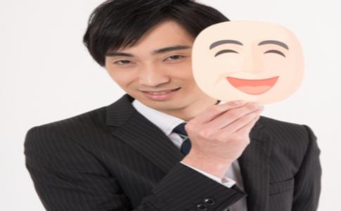 仮面の笑顔を持つ裏の顔を持つ男