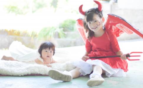 天使と悪魔の姿をした幼女