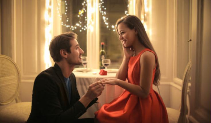 歳の離れた若い女とデートする男