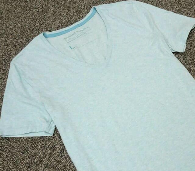 夏のインナーはバナナリパブリックのクルーネックシャツ(ブルー)がオススメ
