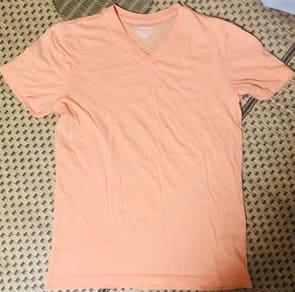 夏のインナーはバナナリパブリックのVネックシャツ(オレンジ)がオススメ